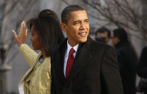 Barack e Michelle Obama ontem, antes de chegarem ao Capitólio